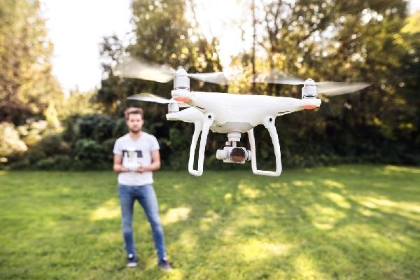 drones-civils-une-formation-et-un-enregistrement-obligatoires