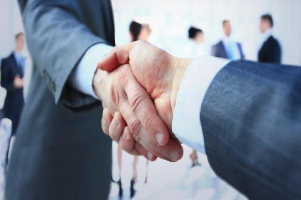 un-collaborateur-liberal-est-il-un-partenaire-commercial-