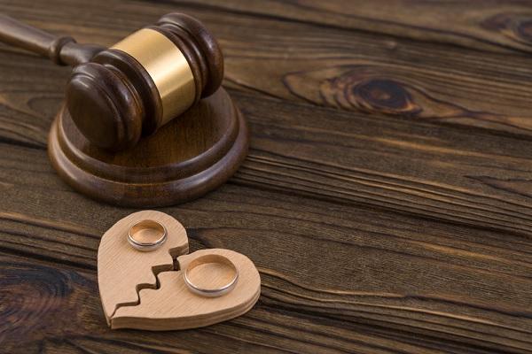 c'est-l'histoire-d'une-ex-epouse-qui-exige-de-son-ex-mari-la-reconnaissance-de-son-statut-salarie…