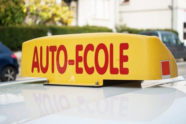 moniteurs-d'auto-ecoles-:-pour-former-les-jeunes-conducteurs,-formez-vous-!