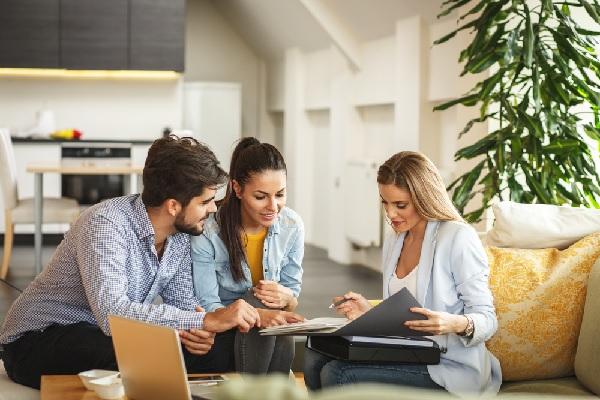 agent-immobilier-:-faut-il-consulter-le-titre-de-propriete-du-vendeur-?