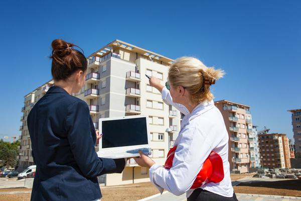 c'est-l'histoire-d'un-couple-qui,-pour-calculer-l'impot-du-sur-la-vente-d'un-immeuble,-tente-d'optimiser-le-gain-realise…